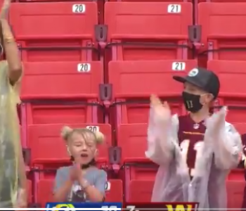 Look: Alex Smith draws amazing standing ovation from his wife, children in first game since 2018